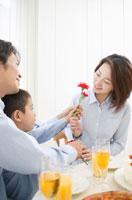 Family Time 11014001744| 写真素材・ストックフォト・画像・イラスト素材|アマナイメージズ