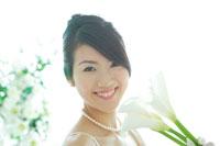 ウェディングドレスを着た花嫁 11014002875| 写真素材・ストックフォト・画像・イラスト素材|アマナイメージズ