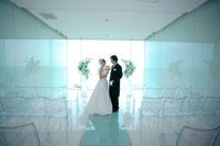 結婚式での新郎新婦 11014002880| 写真素材・ストックフォト・画像・イラスト素材|アマナイメージズ