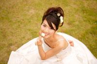 ウェディングドレスを着た花嫁 11014002889| 写真素材・ストックフォト・画像・イラスト素材|アマナイメージズ