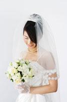ブーケを持つ新婦 11014003646| 写真素材・ストックフォト・画像・イラスト素材|アマナイメージズ