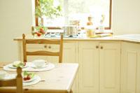 ダイニングテーブルと朝食