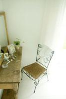 化粧台と椅子