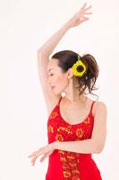 ラテンダンスを踊る女性