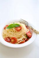 トマトの冷製スパゲティ 11014007162| 写真素材・ストックフォト・画像・イラスト素材|アマナイメージズ