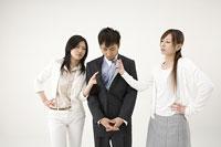 三角関係の女性2人と男性