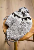 ニットの帽子と手袋
