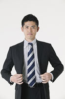 若いビジネスマン 11014008227| 写真素材・ストックフォト・画像・イラスト素材|アマナイメージズ