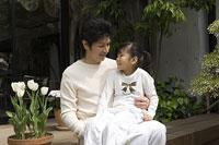 父と娘 11014009028| 写真素材・ストックフォト・画像・イラスト素材|アマナイメージズ