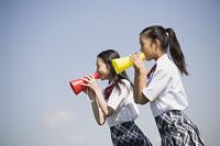 メガホンを持つ中学生 11014019637| 写真素材・ストックフォト・画像・イラスト素材|アマナイメージズ