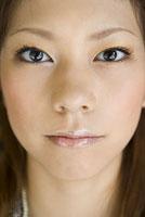 女性の顔 アップ 11014022385| 写真素材・ストックフォト・画像・イラスト素材|アマナイメージズ