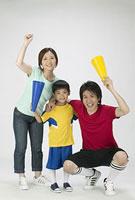 スポーツを応援する家族
