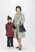 シニア女性と孫