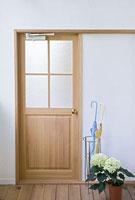 ドアの側の傘立てとアジサイ
