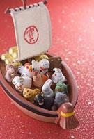宝船と十二支の置物