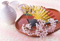 扇子と徳利と桜の花