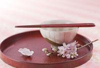 茶碗と箸と桜の花