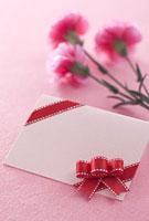 母の日のカーネーションとメッセージカード
