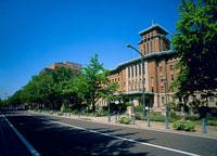 日本大通りと神奈川県庁本庁舎