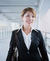 Young businesswoman 11015096099| 写真素材・ストックフォト・画像・イラスト素材|アマナイメージズ