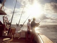 Men fishing from sport fishing boat 11015209332| 写真素材・ストックフォト・画像・イラスト素材|アマナイメージズ
