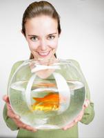Woman handing a goldfish aquarium 11015211103| 写真素材・ストックフォト・画像・イラスト素材|アマナイメージズ