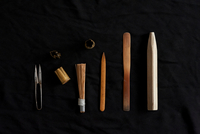 Traditional Japanese tools on black background 11015227358| 写真素材・ストックフォト・画像・イラスト素材|アマナイメージズ