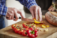 Man chopping vegetables, close up