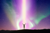 Person stretching arms in front of aurora, Death Valley, California, USA 11015280563| 写真素材・ストックフォト・画像・イラスト素材|アマナイメージズ