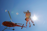 Tandem sky divers free falling with helicopter above, Interlaken, Berne, Switzerland 11015291071| 写真素材・ストックフォト・画像・イラスト素材|アマナイメージズ