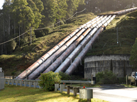 Hydroelectric industrial pipes at hydroelectric power station, Tasmania 11015295141| 写真素材・ストックフォト・画像・イラスト素材|アマナイメージズ
