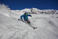 Male freestyle skier skiing down steep mountainside, Zugspitze, Bayern, Germany