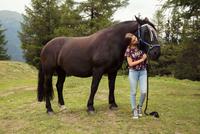 Girl petting horse in forest glade, Sattelbergalm, Tyrol, Austria 11015298696| 写真素材・ストックフォト・画像・イラスト素材|アマナイメージズ
