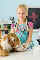 Portrait of girl pretending to be vet to toy tiger with intravenous drip 11015302390| 写真素材・ストックフォト・画像・イラスト素材|アマナイメージズ