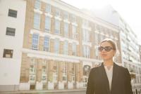 Portrait of businesswoman, London 11015302481| 写真素材・ストックフォト・画像・イラスト素材|アマナイメージズ