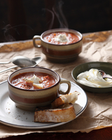 Steaming roasted tomato soup in cup 11015303172| 写真素材・ストックフォト・画像・イラスト素材|アマナイメージズ