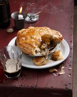 Beef and stout pie 11015303183| 写真素材・ストックフォト・画像・イラスト素材|アマナイメージズ