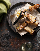 Potted shrimp with toasted bread 11015303191| 写真素材・ストックフォト・画像・イラスト素材|アマナイメージズ