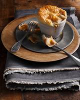 Puff pastry smoked fish pie 11015303194| 写真素材・ストックフォト・画像・イラスト素材|アマナイメージズ