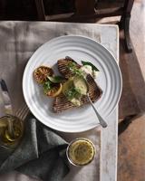 Grilled tuna steak with caper mayonnaise 11015303200| 写真素材・ストックフォト・画像・イラスト素材|アマナイメージズ