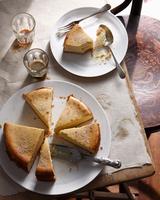 Bistro dessert of sliced New York cheesecake on table 11015303219| 写真素材・ストックフォト・画像・イラスト素材|アマナイメージズ