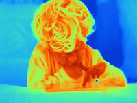 Thermal image of male toddler using digital tablet touchscreen 11015303230| 写真素材・ストックフォト・画像・イラスト素材|アマナイメージズ