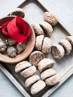Overhead view of Christmas baubles, red ribbon with tray of scones 11015303421| 写真素材・ストックフォト・画像・イラスト素材|アマナイメージズ