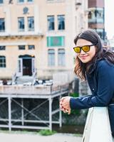Woman enjoying view of city, Osaka, Japan 11015303675| 写真素材・ストックフォト・画像・イラスト素材|アマナイメージズ