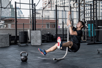 Man working out in rooftop gym, Asok, Bangkok, Thailand 11015303713| 写真素材・ストックフォト・画像・イラスト素材|アマナイメージズ