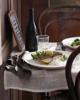 Blue eye cod with curry butter on table at restaurant 11015304106| 写真素材・ストックフォト・画像・イラスト素材|アマナイメージズ