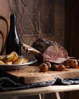 Roast beef with roast potatoes and onions 11015304108| 写真素材・ストックフォト・画像・イラスト素材|アマナイメージズ