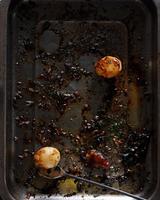 Roast potatoes in baking tray 11015304112| 写真素材・ストックフォト・画像・イラスト素材|アマナイメージズ
