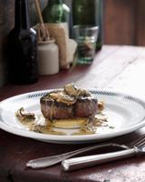 Steak with mushroom and whiskey sauce 11015304113| 写真素材・ストックフォト・画像・イラスト素材|アマナイメージズ