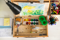 Box of paint, paintbrushes, drawing and assortment of colour pencils and painting tools 11015304226| 写真素材・ストックフォト・画像・イラスト素材|アマナイメージズ